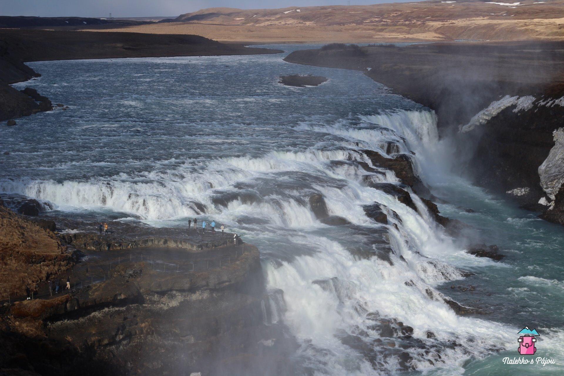 Můžete dojít až přímo k vodopádu, ale bez pláštěnky to nedělejte :)