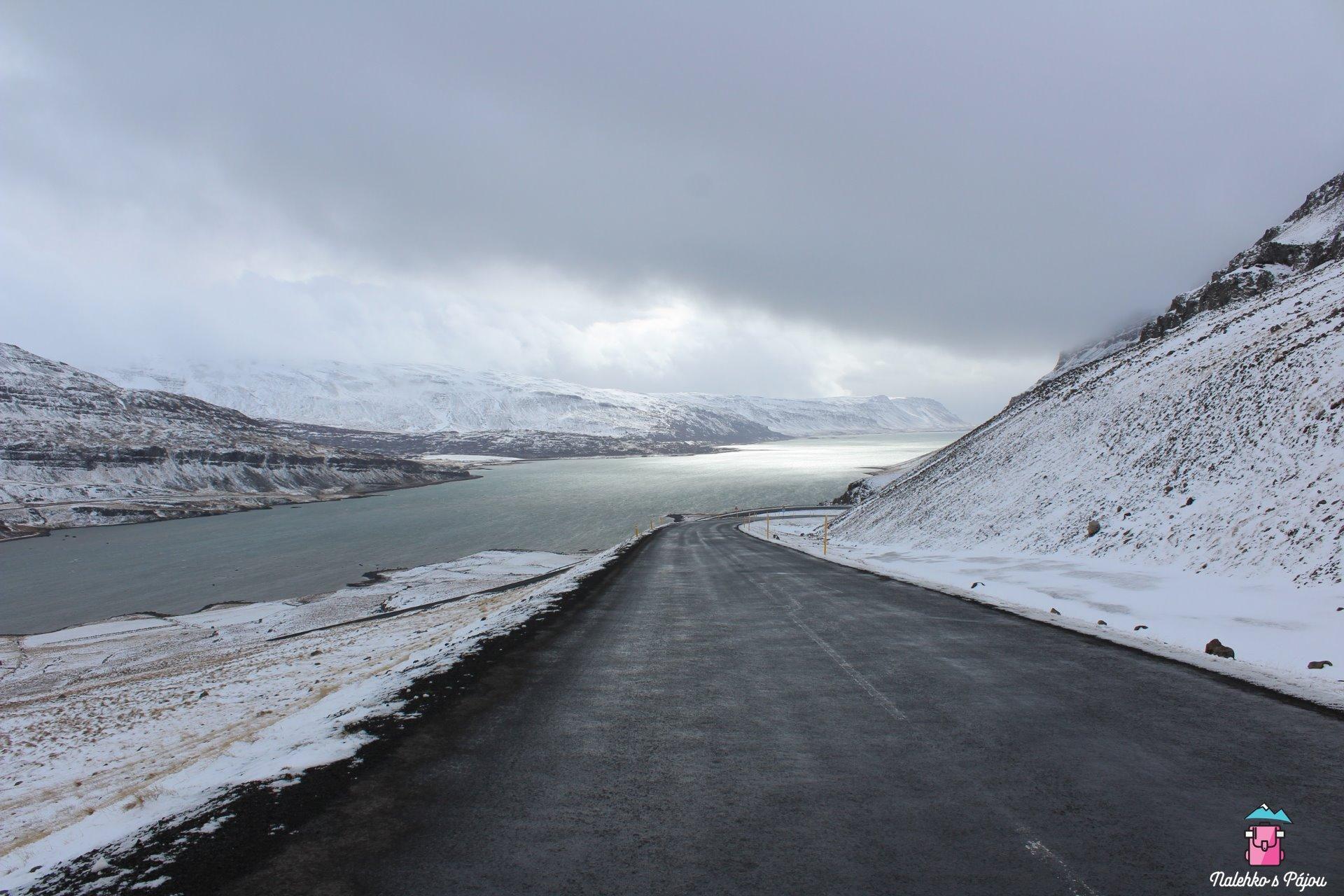Fjordy jsou plné úchvatných zatáček a výhledů